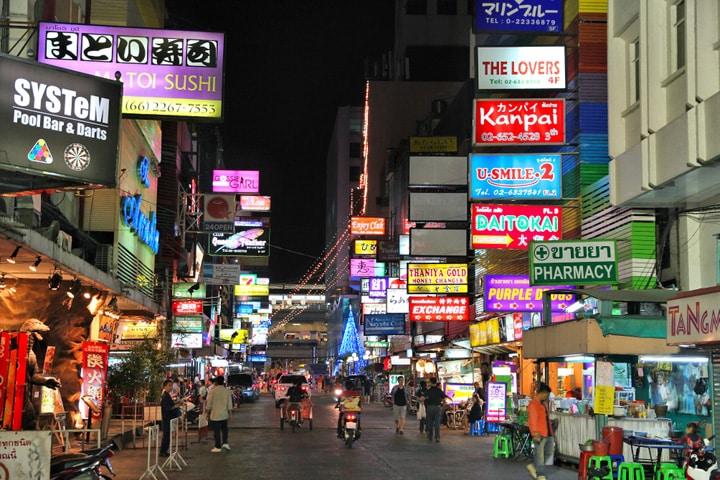 Patpong: twee straten (Soi's) tussen Silom en Surawong Road
