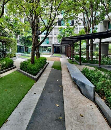 30 dakikamı dışarıda geçirebileceğim otel bahçesi.  Sağlam adımlarla hala 3 km yol katetmeniz gerekiyor ……