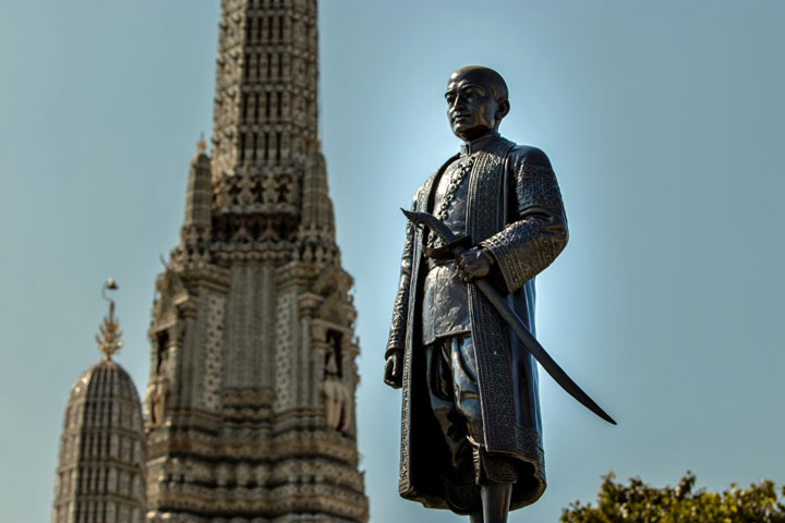 King Rama II monument located in front of Wat Arun Temple, Arun Temple (Temple of Dawn).