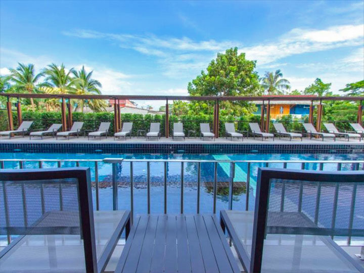 Het zwembad van het Marina Express Hotel
