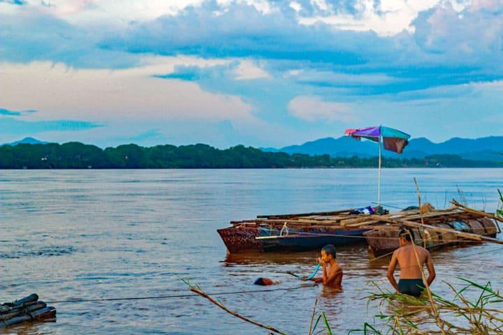 Zwemmen in de Mekong rivier
